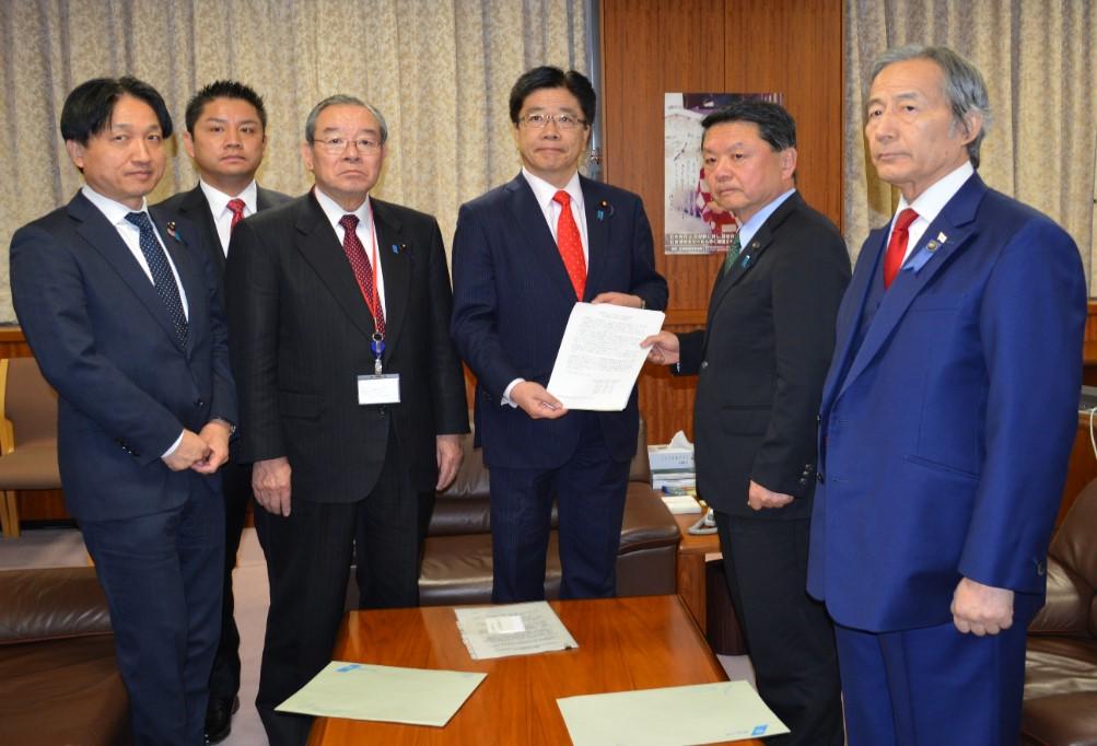 加藤拉致問題担当大臣が拉致問題地方議会全国協議会から要望書を受領しました。 |最新ニュース|北朝鮮による日本人拉致問題